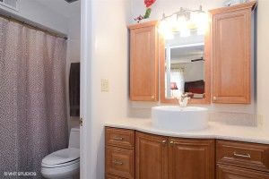17_756ecarpenter_13_masterbathroom_lowres