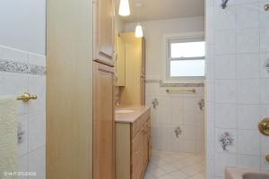 13_1902mayaln_8_bathroom_lowres