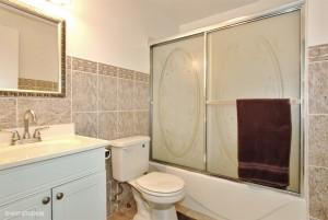 09_1882governersLn_8_Bathroom_LowRes