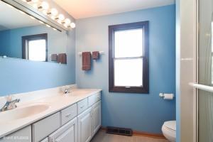14_3220NVolzdr_8_Bathroom_LowRes