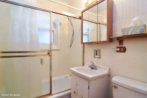 08_2315Meadowdr_8_Bathroom_LowRes