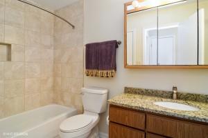11_48StoningtonDr_8_Bathroom_LowRes