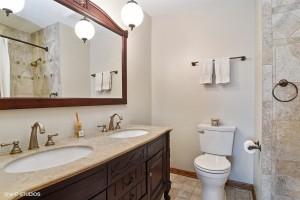 15_560ECunninghamdr_8_Bathroom_LowRes