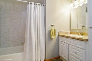 18_184Timberlanedr_8_Bathroom_LowRes