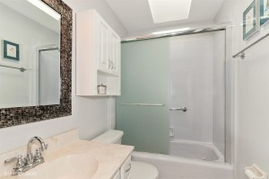 14_1125AscotWay_8_Bathroom_LowRes